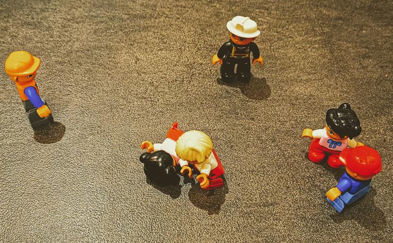 Ludziki z klocków lego - histeria w miejscu publicznym