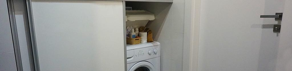 pralka za zabudowanymi drzwiami