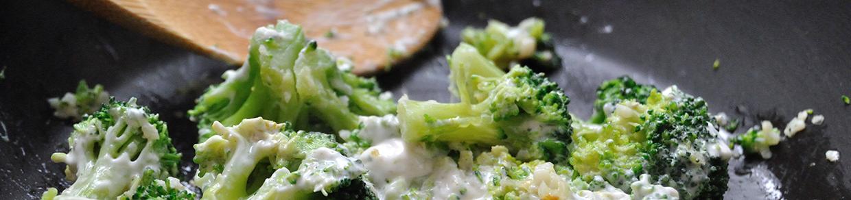 brokuł smażony na patelni