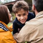 Jak sprawić, by dziecko czuło się kochane? 5 dziecięcych języków miłości.